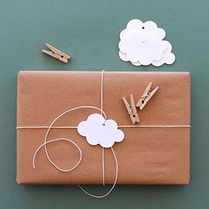 Pacco regalo con nuvola